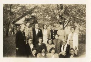 1945-reunion-women