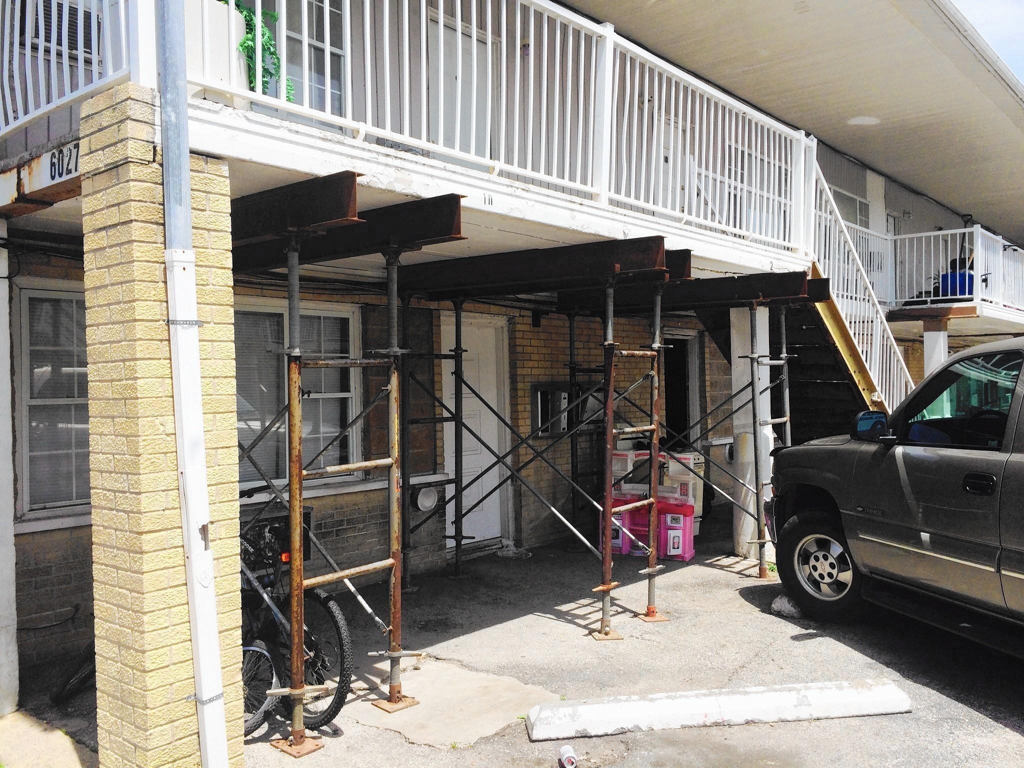 ct-dlg-lenzi-apartments-demolition-tl-0609-20160602