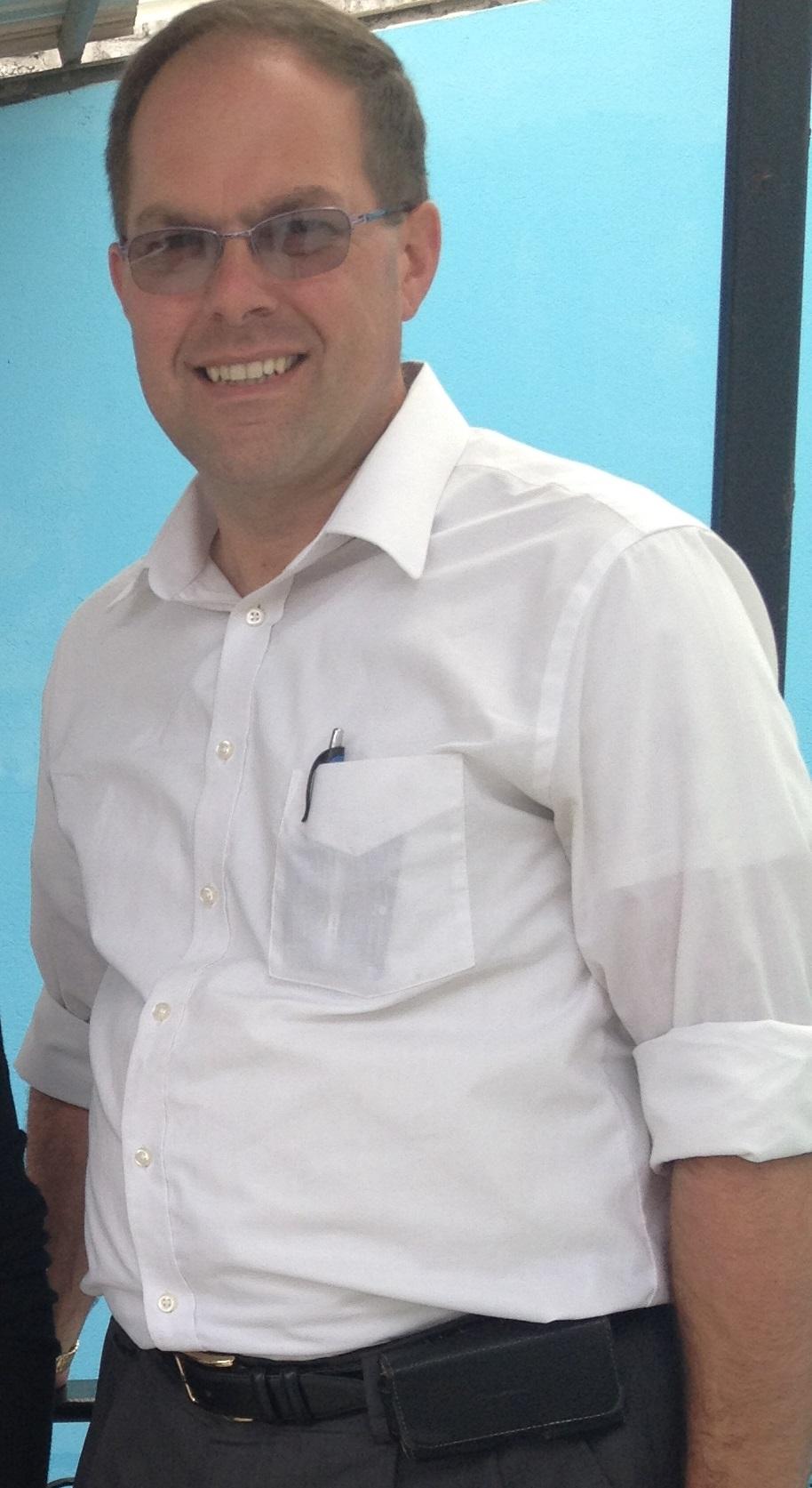 Non-Pink-Shirt